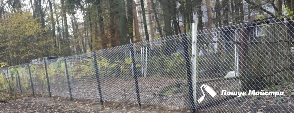 Ограда из сетки Львов | Монтаж, мастера и цены