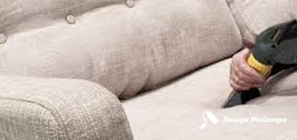 От чего зависит цена химчистки дивана