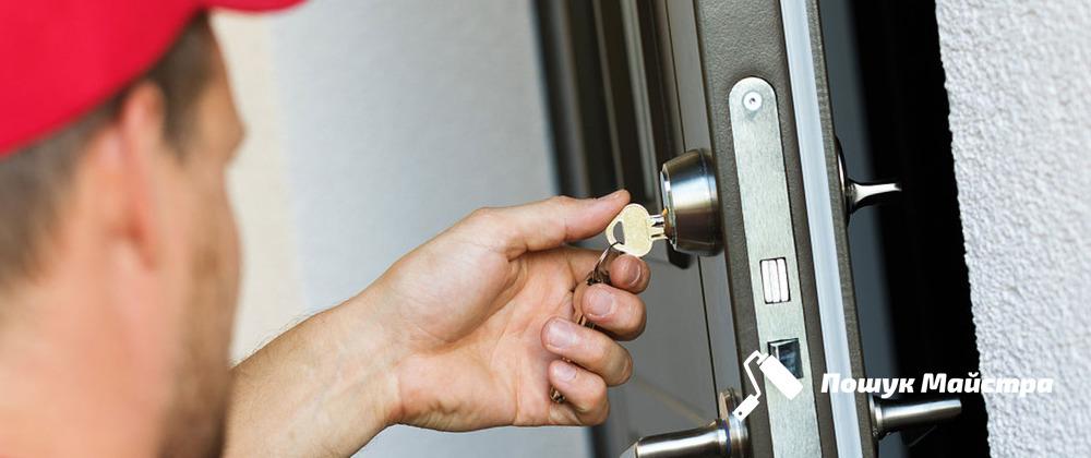 Аварийное открывание дверей: особенности технологии
