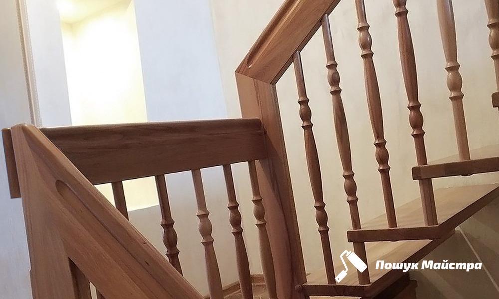 Основні переваги дерев'яних сходів у Львові