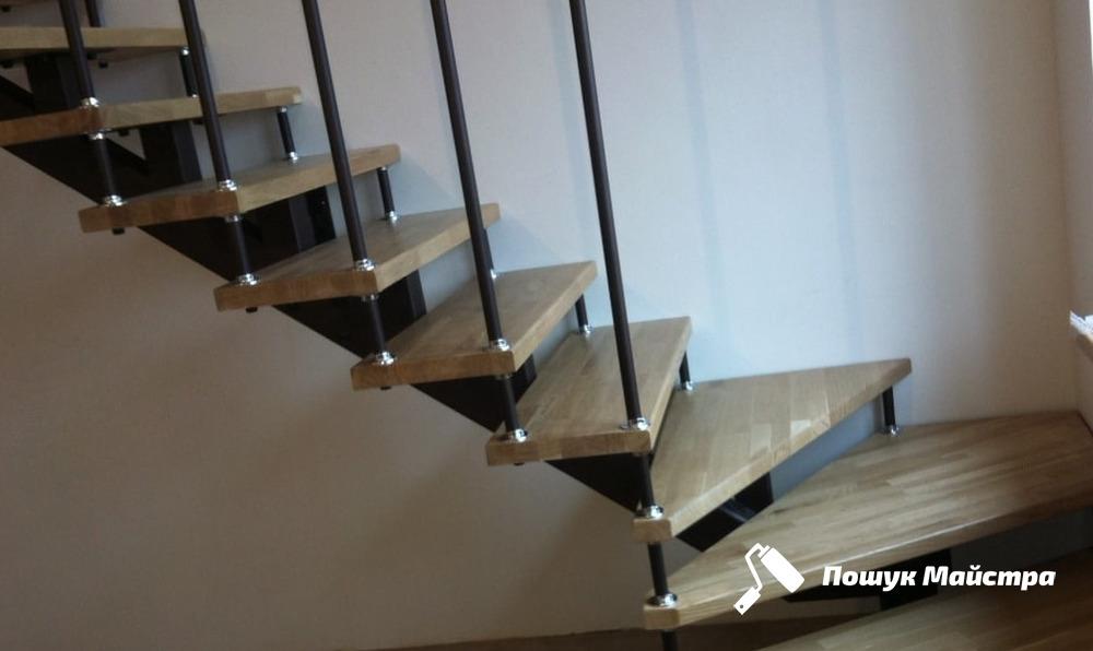 Чи варто замовляти монтаж сходів у фахівців
