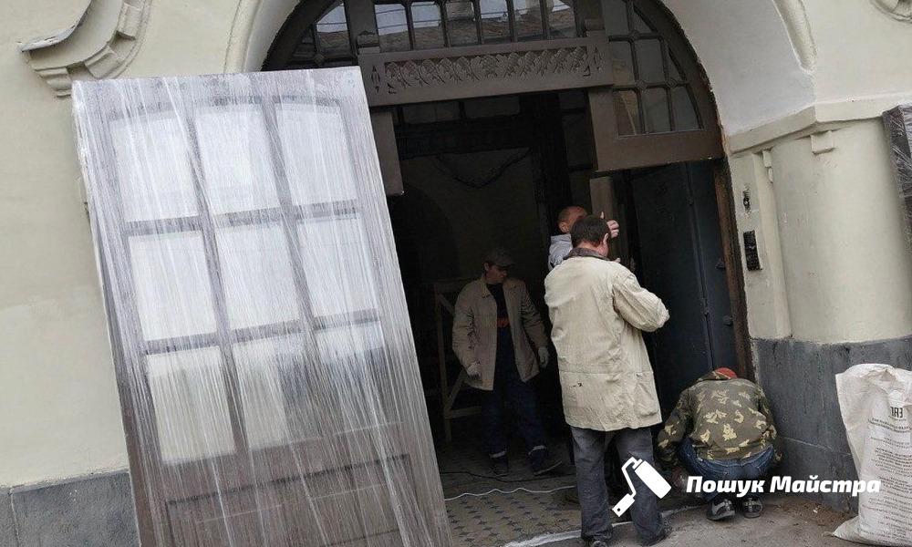 Основные преимущества реставрации дверей во Львове