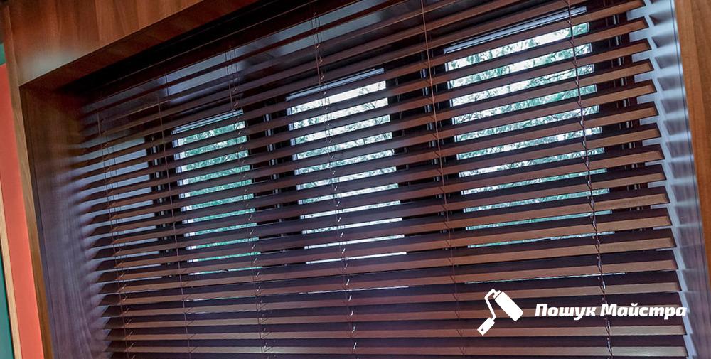 Монтаж жалюзи на оконные рамы: технология работ