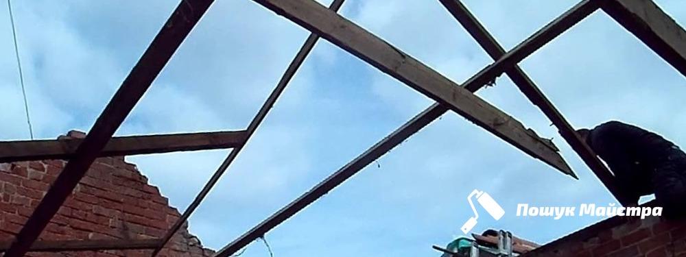 Демонтаж даху у Львові: особливості технології