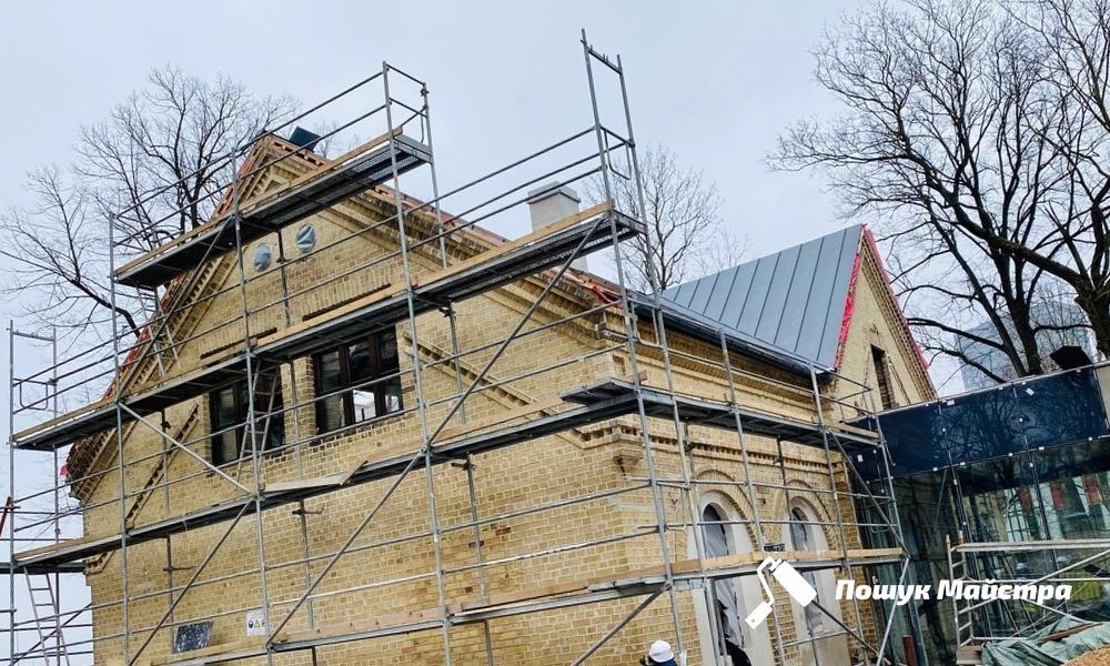 Демонтаж крыши во Львове: особенности технологии