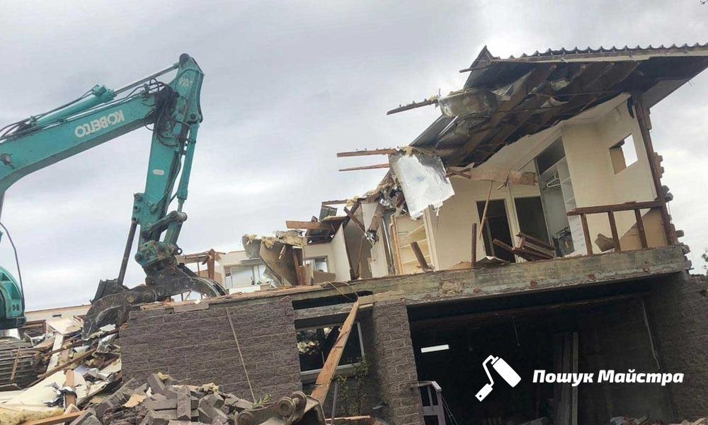 Розбирання та знесення будівель: основні різновиди